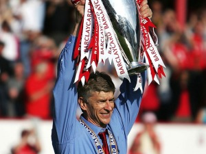 Manager-Arsene-Wenger-of-Arsenal-holds-the-Pr_1639778