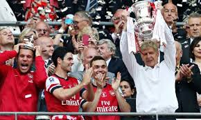 Arsene lifting fa cup
